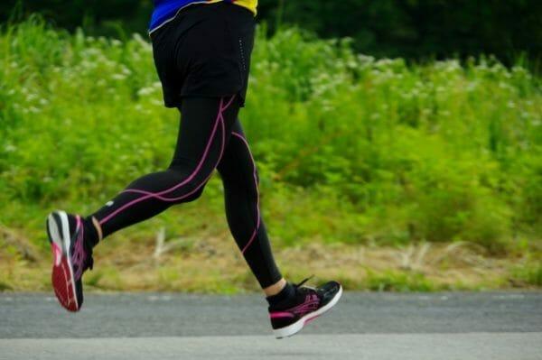 運動で肌荒れを解決しようとしているイメージ