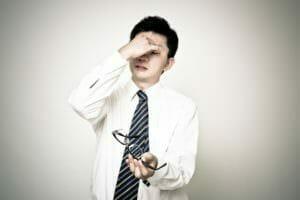 ヘム鉄が足りていなくて貧血になる男性のイメージ