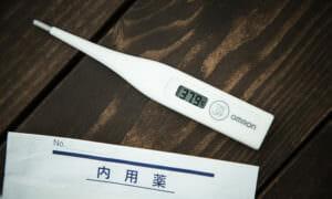 貧血がいろんな体調不良に関係していることを表す体温計の画像
