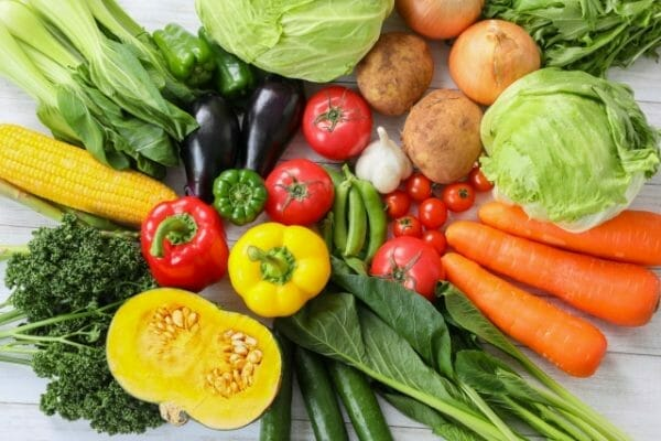 成人女性がヘム鉄を多く取らなければいけないことを表した野菜のイメージ