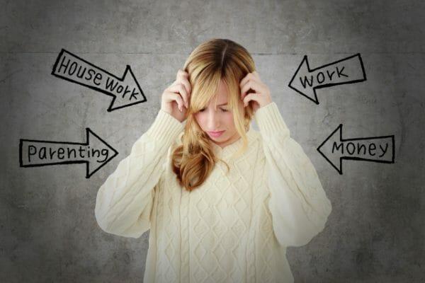貧血状態であったりストレスを多く受け肌荒れする女性のイメージ