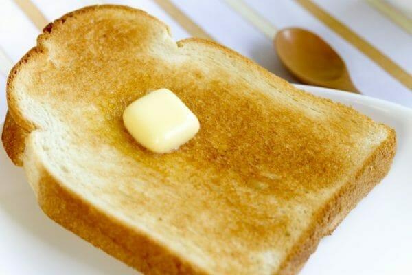 現代人が小麦を摂取し過ぎているイメージとしてパンの画像