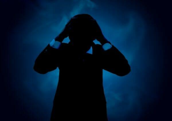 熱湯の風呂に入ることが習慣化しているせいで脳内麻薬と呼ばれるエンドルフィンが分泌している人の画像