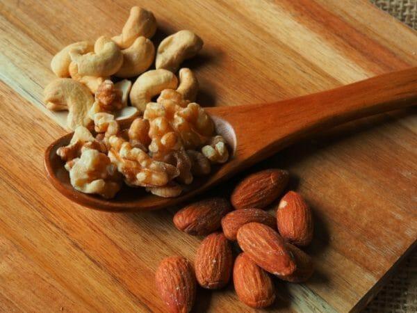 太りやすい人におすすめのおやつの置き換えナッツのイメージ