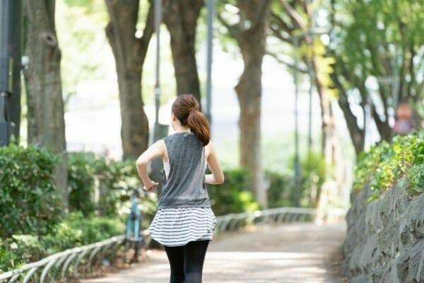 食後血糖値を上げないために食後に運動することが良いことを示すイメージ