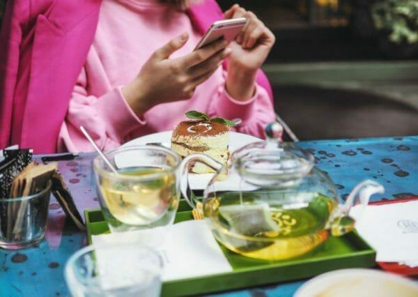 緑茶やコーヒーに含まれるタンニンのイメージ