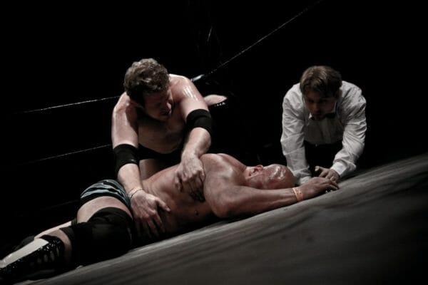 いきなりプロレスのリングに放り込まれたら自分の命を守るために身体が戦闘モードになる生体反応を引き起こすイメージ