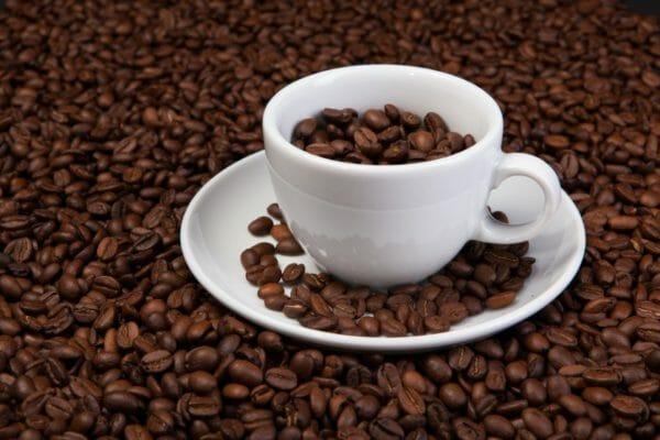 含まれているカフェインがアドレナリンを分泌させ血糖値を上げるコーヒーのイメージ
