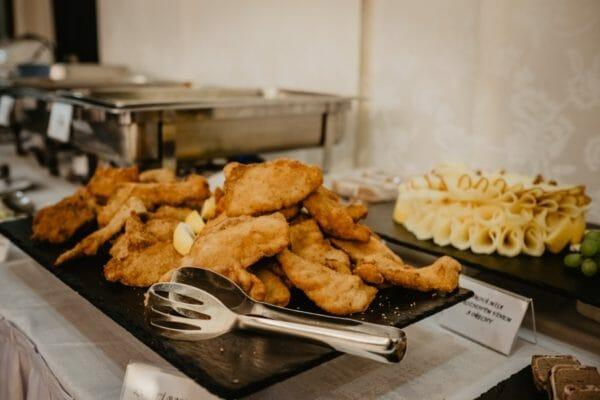 身体によくないとされているオメガ6を多く含む食事の例であるフライドチキン