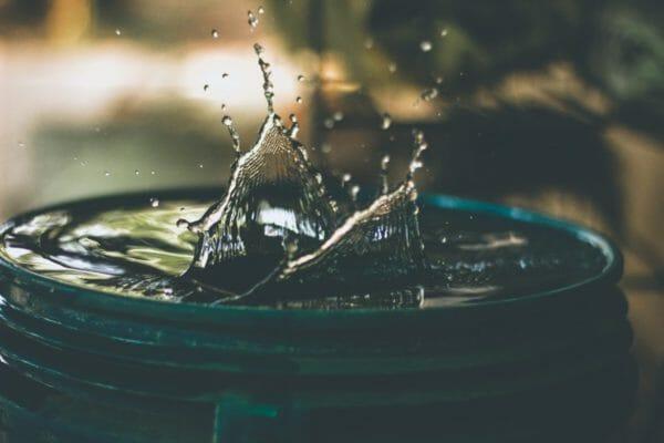 「アミノ酸」と「アミノ酸」が結合するたびに生まれる水のイメージ