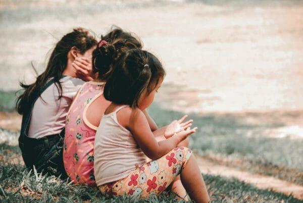 アトピー性皮膚炎で悩むことが多い子どものイメージ