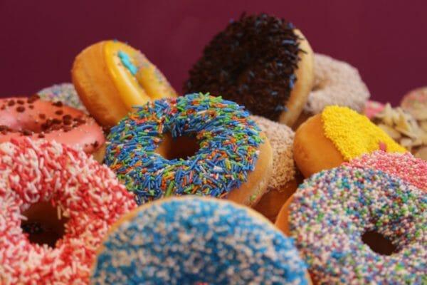 人工甘味料が多く含まれているドーナッツのイメージ