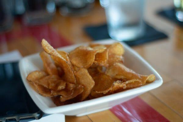 GI値が高い焼き芋や揚げたさつまいものイメージ