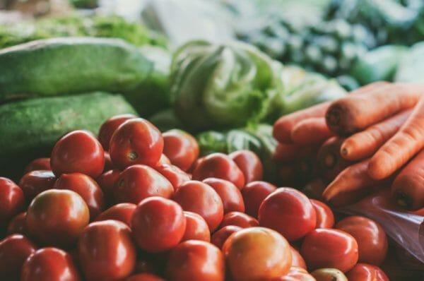 ダイエット向きの栄養やビタミン豊富な食品のイメージ